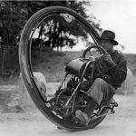 Single wheel motorcyle